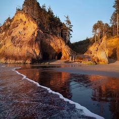 Secluded Oregon Beach is Paradise on Earth Oregon Road Trip, Oregon Travel, Dream Vacations, Vacation Spots, Beach Vacations, Vacation Ideas, Places To Travel, Places To See, Travel Destinations