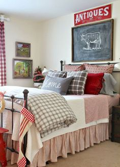 Rustic Farmhouse Master Bedroom Ideas (14)