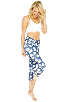 Summer Daisy Standard Waist Activewear & Yoga Legging - 7/8 Length