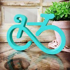 Liberdade é a sensação que sentimos quando subimos em uma bicicleta. <br> <br>Pode ser um presente super original para os amantes de esporte especialmente das pedaladas. <br> <br>Recorte em MDF de 15mm. <br>Para pronta entrega, somente nas cores Sea Breeze e Azul Ultramarine. <br>Pode-ser feito em outras cores, consulte-nos. <br>Prazo de produção: 16 dias úteis. <br> <br>Totalmente pintada à mão e finalizada com verniz fosco e EXCELENTE ACABAMENTO.