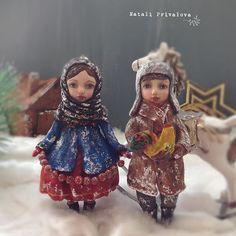 Мы с Тамарой ходим парой ☺️. Детки #изваты ростом 16 см , на заказ. #ватнаяигрушка #игрушкиизваты #новыйгод #зима #деревня #елка