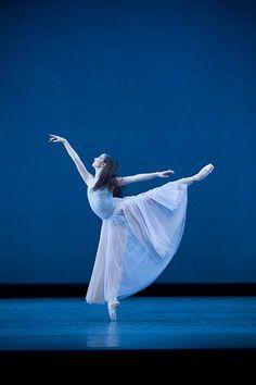 Lauren Cuthbertson in Serenade, The Royal Ballet © ROH / Johan Persson, 2008