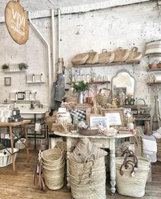 French Farmhouse Decor, French Country Cottage, French Country Style, French Decor, French Country Decorating, Farmhouse Design, French Country Crafts, Farmhouse Baskets, Gardens