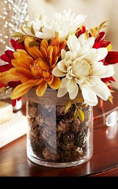 10 Fall Decor Ideas - Simply ClarkeDo you need inspiration for autumn decor ideas for your home? Get some ideas and decorating tips here!Fall Home Decor, Fall Decor, Fall Table Decor, Fall Decor, Rustic Home Fall Home Decor, Autumn Home, Diy Autumn, Fall Apartment Decor, Fall Kitchen Decor, Home Decor Bedroom, Cheap Home Decor, Diy Décoration, Easy Diy