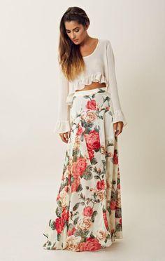 White floral maxi skirt with sweater. I'd wear a longer sweater. Maxi Skirt Outfits, Dress Skirt, Dress Up, Waist Skirt, Maxi Floral, Floral Skirts, Tee T Shirt, Mode Boho, Vintage Mode