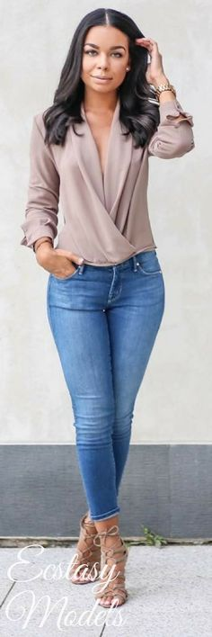 Twist Front Top Nordstrom Blouse , Mother denim Jeans , Forever 21 heels ( similar here and here ) Fashion Look by The B Werd Mode Outfits, Fashion Outfits, Womens Fashion, Fashion Trends, Casual Chic, Casual Wear, Classy Outfits, Casual Outfits, Look Fashion