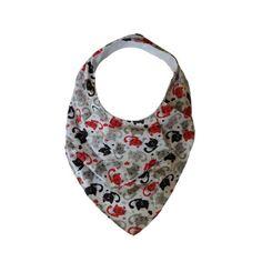 Babador com formato de bandana no tema Gatinhos, nas cores branco, preto e vermelho. Possui 2 tamanhos de regulagem.