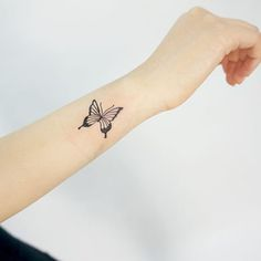 250 Small Butterfly Tattoo Designs And Their Meanings cool Check more at… Butterfly Tattoo Cover Up, Butterfly Tattoo Meaning, Butterfly Tattoo On Shoulder, Butterfly Tattoos For Women, Butterfly Tattoo Designs, Butterfly Outline, Vintage Butterfly, Pink Butterfly, Butterfly Design