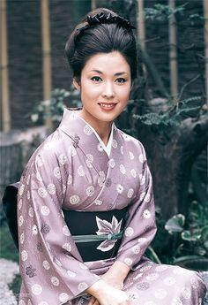 若尾文子 Japanese Costume, Japanese Kimono, Beautiful Asian Women, Beautiful People, Japan Photo, Japanese Outfits, Japanese Beauty, Portrait Photo, Traditional Dresses