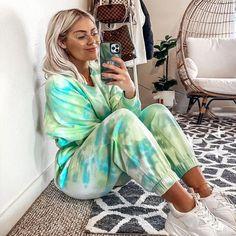 Tie Dye Outfits, Cute Outfits, Moda Tie Dye, Batik Mode, Vintage Outfits, Tie Dye Crafts, Tie Dye Fashion, Tie Dye Techniques, How To Tie Dye
