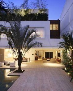 WHAAAT!? Open floorplan/courtyard .. This is awesomeness