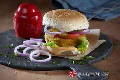 Burger με μπιφτέκι λαχανικών Street Food, Hamburger, Chicken, Ethnic Recipes, Hamburgers, Japanese Street Food, Burgers, Cubs