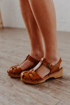 Girl's Shoes For School Women's Shoes, Shoes 2018, Mules Shoes, Me Too Shoes, Flat Shoes, Shoes Style, Shoes Sneakers, Clog Sandals, Yeezy Shoes