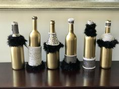 Six Fancy Gatsby Wine Bottles with 30 Pearl Necklaces – Party Decorations 2020 Roaring 20s Birthday Party, Great Gatsby Themed Party, Great Gatsby Wedding, Great Gatsby Party Decorations, 1920s Wedding, Roaring Twenties Party, Masquerade Party Decorations, 30th Party, Nye Party