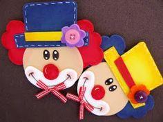 Dia das crianças com muitas cores e palhacinhos.