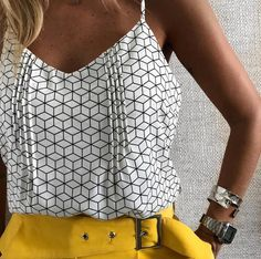 Love this top and the yellow bottoms Cute Summer Outfits, Pretty Outfits, Fashion Delivery, Sewing Blouses, Moda Chic, Blouse Vintage, Summer Shirts, Diy Clothes, Blouse Designs