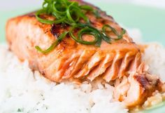 This Sous Vide Miso Salmon Recipe features: Only 5 ingredients and 5 minutes hands-on. Instructions for sous vide cooking.Miso marinated salmon makes Sous Vide Cooking Times, Marinated Salmon, Salmon Dishes, Fish Dishes, Kitchen Recipes, Main Dishes, Clean Eating, Dinner Recipes, Healthy Recipes