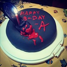 Julia Urbaniak's birthdAy cAke is no joke! #PLL