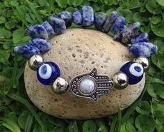Art. BB1025 Pulseras elastizadas de piedras sodalita, mano hamsa ojo turco https://m.facebook.com/GypsyQueen-753799717990262/