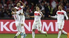 Turquía consiguió un importante triunfo en su visita a República Checa por la fecha 9 de las Eliminatorias a Eurocopa Francia 2016 y casi aseguró su pase al torneo del próximo año. De paso, dejó prácticamente fuera a Holanda, que ganó 2-1 a Kazajistán. Oct 2015.