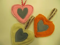 Kaarisillan käsityö: Sydänheijastimia Textile Fabrics, Baby Shoes, Kids, Crafts, Handmade, Grade 3, Primary School, Crafting, Thursday