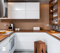 szeregówka po duńsku - Mała wąska kuchnia w kształcie litery u w aneksie, styl skandynawski - zdjęcie od redcubedesign.pl