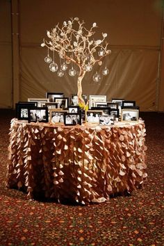 Beautiful and unique party table decorations to capture your special moment . Beautiful and unique party table decorations to complete your special moment – # complete 60 Wedding Anniversary, Anniversary Parties, Anniversary Ideas, 50th Wedding Anniversary Decorations, Marriage Anniversary, 35e Anniversaire, Decoration Photo, Beautiful Decoration, 90th Birthday Parties