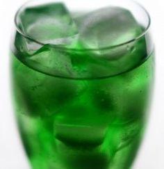 The Disgruntled Elf   (rum, triple sec, tequila, gin, sour apple mix, lemon-lime soda)
