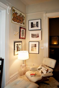Living Room corner. Maximalist Interior, Room Corner, House Tours, Townhouse, Sweet Home, Gallery Wall, Chairs, Homes, Interiors