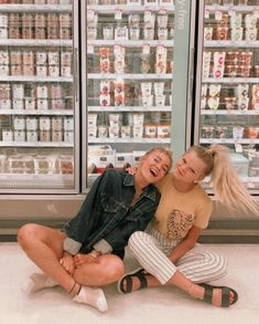 just a basic grocery store photoshoot for y'all (with chip and shopping cart pic) Photos Bff, Best Friend Photos, Best Friend Goals, Cute Photos, Bff Pics, Shotting Photo, Best Friend Photography, Cute Friend Pictures, Insta Photo Ideas