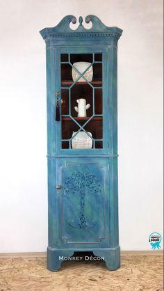 Corner Display Cabinet, Corner Shelf, Corner Unit, Monkey Decorations, Turquoise Painting, Types Of Rooms, Etsy Vintage, How To Introduce Yourself, Coastal