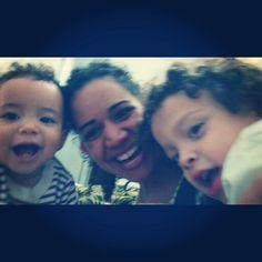 Sou a mãe mais feliz do mundo.  Mesmo com foto sem foco o que importa é o momento e eles comigo. <3 www.mamaededois.com.br #boanoite #filhos #baby #children #mamaededois #mamaededoisoficial