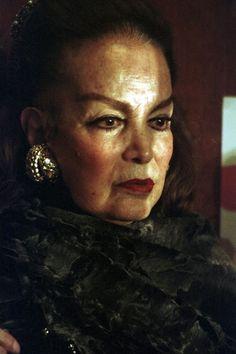 belleza en la vejez -Sala Latina de Cinema: Maria Felix Spanish People, Famous Mexican, Divas, Mexican Actress, Gypsy Wagon, Pretty Woman, Girl Power, Beauty Women, Vintage Photos