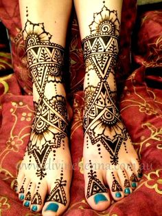 Beautiful foot henna