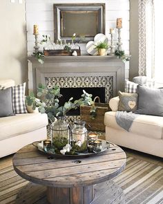 Interesting Farmhouse Living Room Makeover Decor Ideas - Page 20 of 37 - Farida Decor Cottage Shabby Chic, Shabby Chic Farmhouse, Farmhouse Decor, Farmhouse Style, Farmhouse Design, Country Farmhouse, Farmhouse Ideas, Vintage Farmhouse, Modern Farmhouse