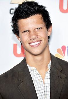 Celebrities look better without eyebrows. It's the law. Native American Actors, American Pride, Native American Indians, Native American Jewelry, Native Indian, Smosh, Celebrities Without Eyebrows, Photoshop, Taylor Lautner