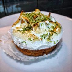 Gastronomía Urbana: #FoodBlog #Lemon #pie de @madame.blac #dessertstime #dessert #amazing #deliciosa #merienda #FoodPic #Foodie #foodart #Blockai lock