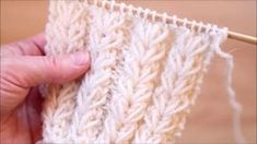 Ohjevideo: Kukkakuvioinen joustinneule Knitting Help, Knitting Stiches, Knitting Videos, Crochet Stitches Patterns, Knitting Charts, Crochet Videos, Knitting For Beginners, Lace Knitting, Knitting Socks