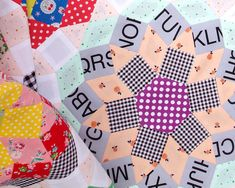 English Paper Pieced - Mandolin Quilt   Design by Tales of Cloth   Pieced by Rita Hodge © Red Pepper Quilts 2018   #redpepperquilts #englishpaperpiecing #paperpiecing #quilt #patchwork #handmade #slowsewing