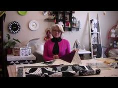 Hang a Large Quilt Without a Sleeve - Quilting Digest Quilting Tips, Quilting Tutorials, Quilting Projects, Sewing Tutorials, Sewing Projects, Hanging Quilts, Quilted Wall Hangings, Quilt Hangers, Quilt Display