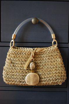 Gold and silver elegant bag by GomitolieDintorni Crochet Handbags, Crochet Purses, Crochet Bags, Crochet Gifts, How To Make Purses, Macrame Purse, Diy Tote Bag, Little Bag, Accessories