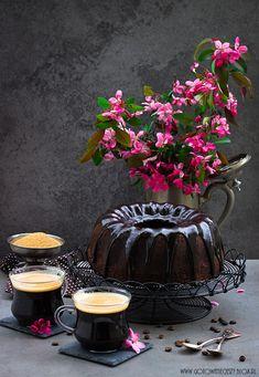 Babka czekoladowo kawowa z likierem orzechowym