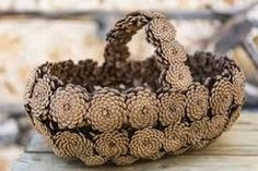 Crafts DIY Pinecone Baskets, Table Centerpiece Ideas for Thanksgiving and Christmas Decorating Pine Cone Art, Pine Cone Crafts, Pine Cones, Pine Cone Decorations, Christmas Table Decorations, Colorful Centerpieces, Centerpiece Ideas, Vase Ideas, Thanksgiving Table Centerpieces