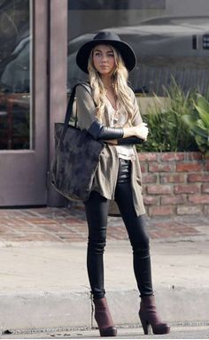 Haley Dunphy #outfits #modernfamily #fashion #blackpants