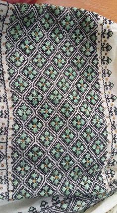 Moldova, Diy And Crafts, Traditional, Blanket, Crochet, Folklore, Crochet Hooks, Blankets, Crocheting