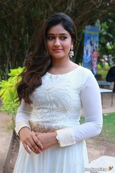 Stunning sweet and attractive Beautiful Girl Indian, Most Beautiful Indian Actress, Beautiful Saree, Hot Images Of Actress, Tamil Actress Photos, Beautiful Bollywood Actress, Beautiful Actresses, Beauty Full Girl, Beauty Women