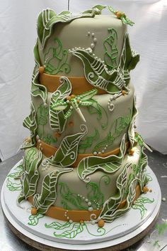Dragonflies and Leaves Cake by Karen Portaleo/ Highland Bakery, via Flickr (I will take a piece without an insect on it, thanks!)
