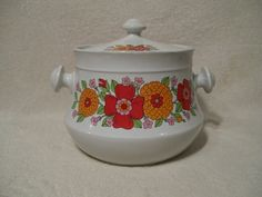 Hey, I found this really awesome Etsy listing at https://www.etsy.com/listing/166387091/vintage-soup-tureen-cookie-jar-bean-pot