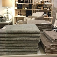 Our new linen bath towels are a must have! Made in Portugal  super soft and amazingly absorbent. Come into Lemonceillo Home and feel for yourself! Open today and holiday Monday at noon.