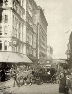 Looking east on Washington from State, 1890, Chicago. Marshall Field's is on the left. Ryerson and Burnham Archives, Art Institute of Chicago.